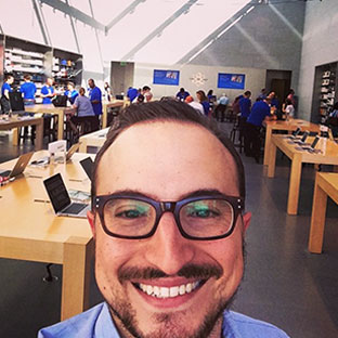 Navigating The Apple Store: Choosing a 13 Inch Laptop